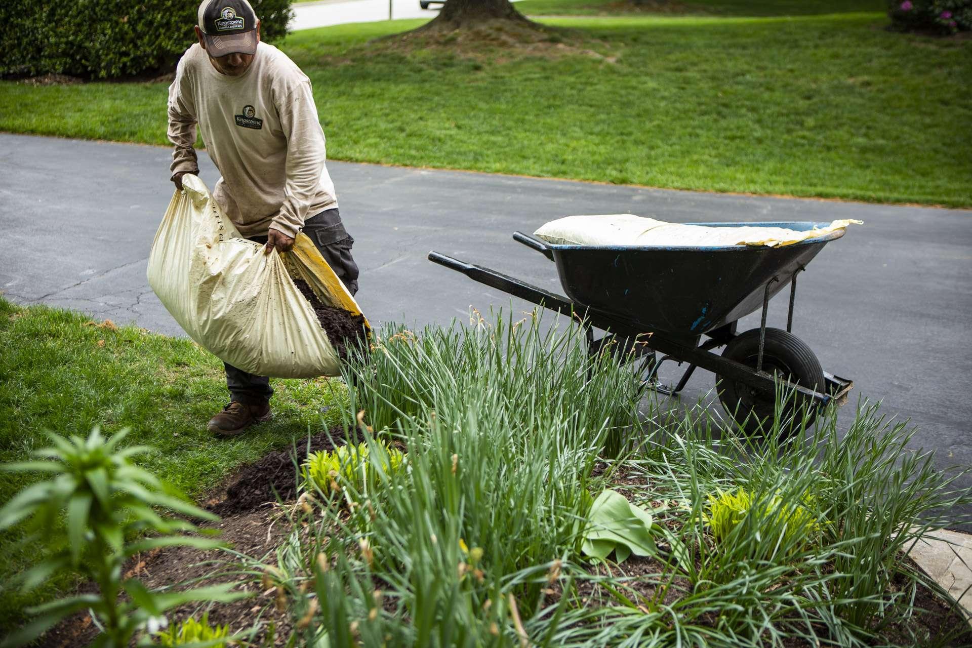 maintenance-mulch-bag-plantings-wheelbarrow-2