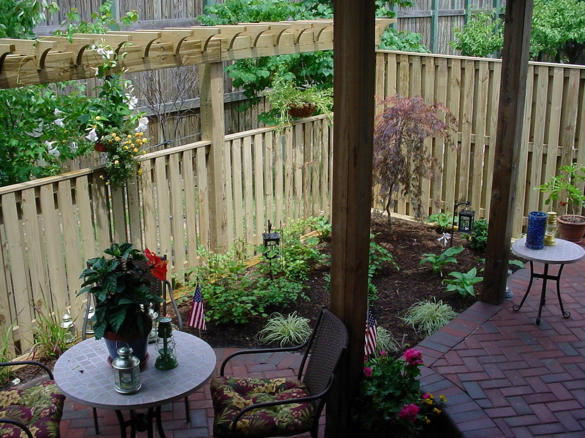 Picture of: 4 Privacy Screen Ideas For Backyards Of Any Size