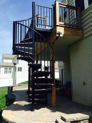 custom-decks-railing-steps-spiral-staircase-paver-patio-seat-wall-2