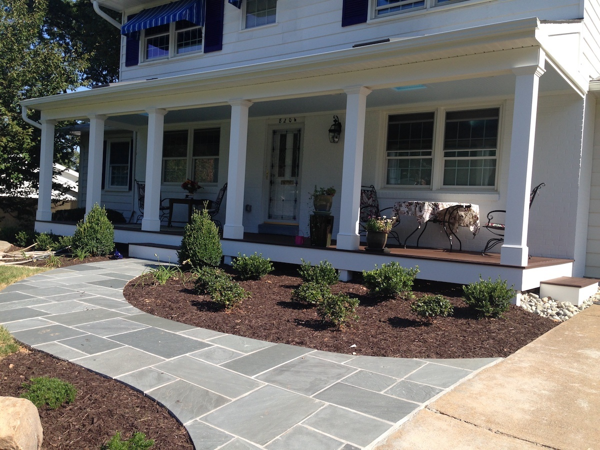 front yard with professional mulching in Alexandria, VA