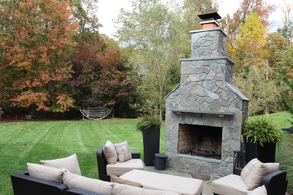 outdoor-fireplace-furniture-lawn-2