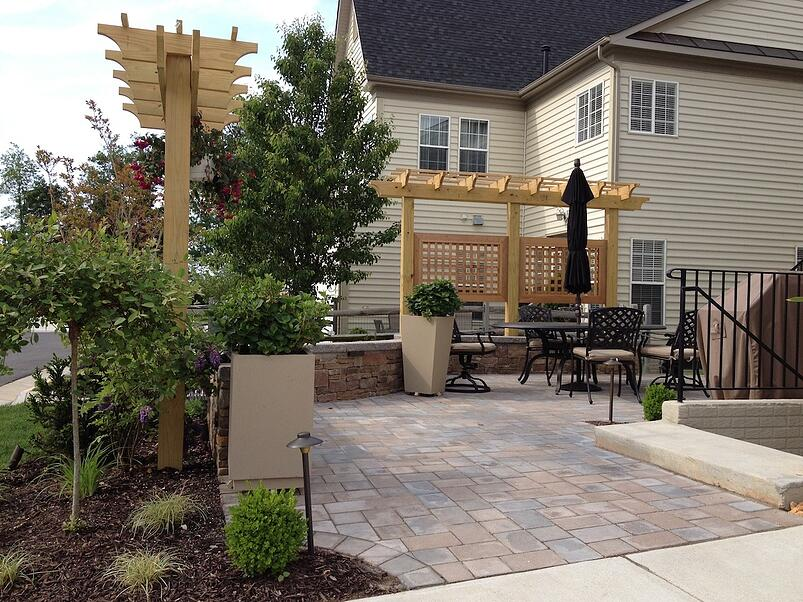 paver-patio-privacy-screen