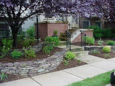 Townhouse front yard with professional mulching and plants