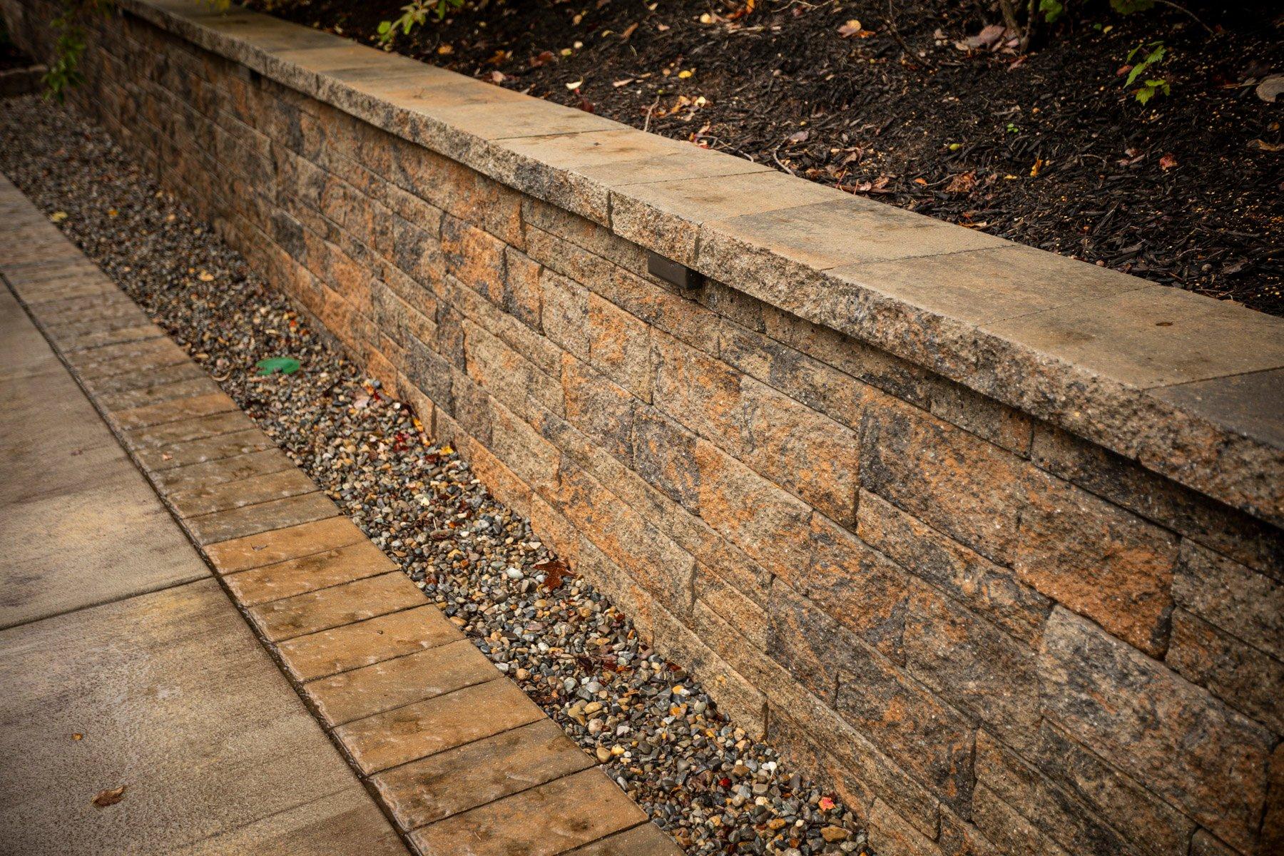 Retaining wall with riverwalk drainage