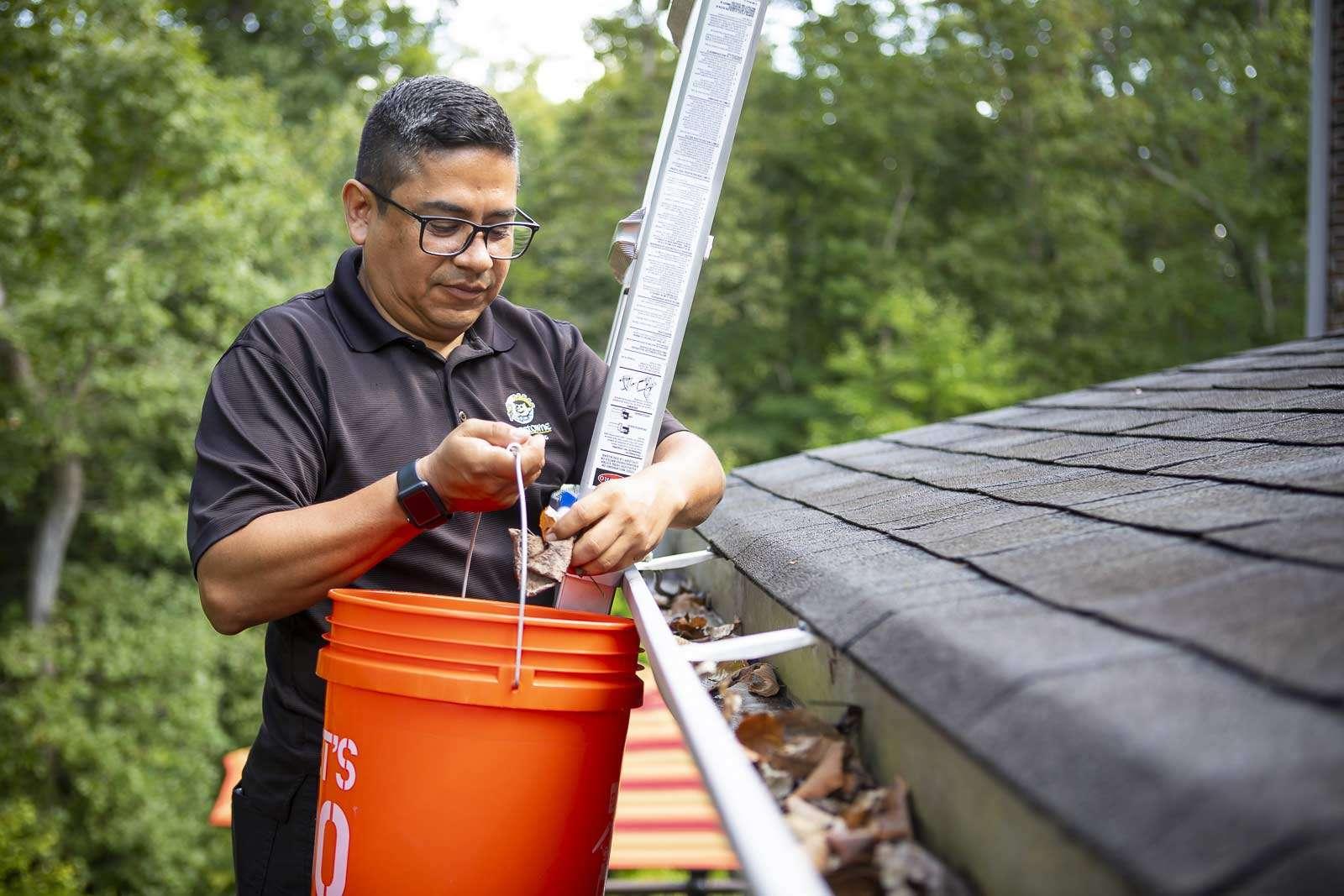 Gutter cleaning technician in Alexandria, VA
