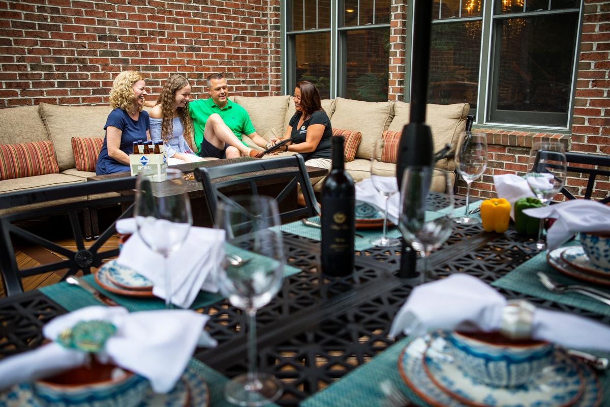 deck-table-customer-employee-1