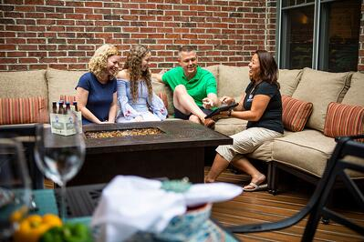 deck-table-customer-employee-4