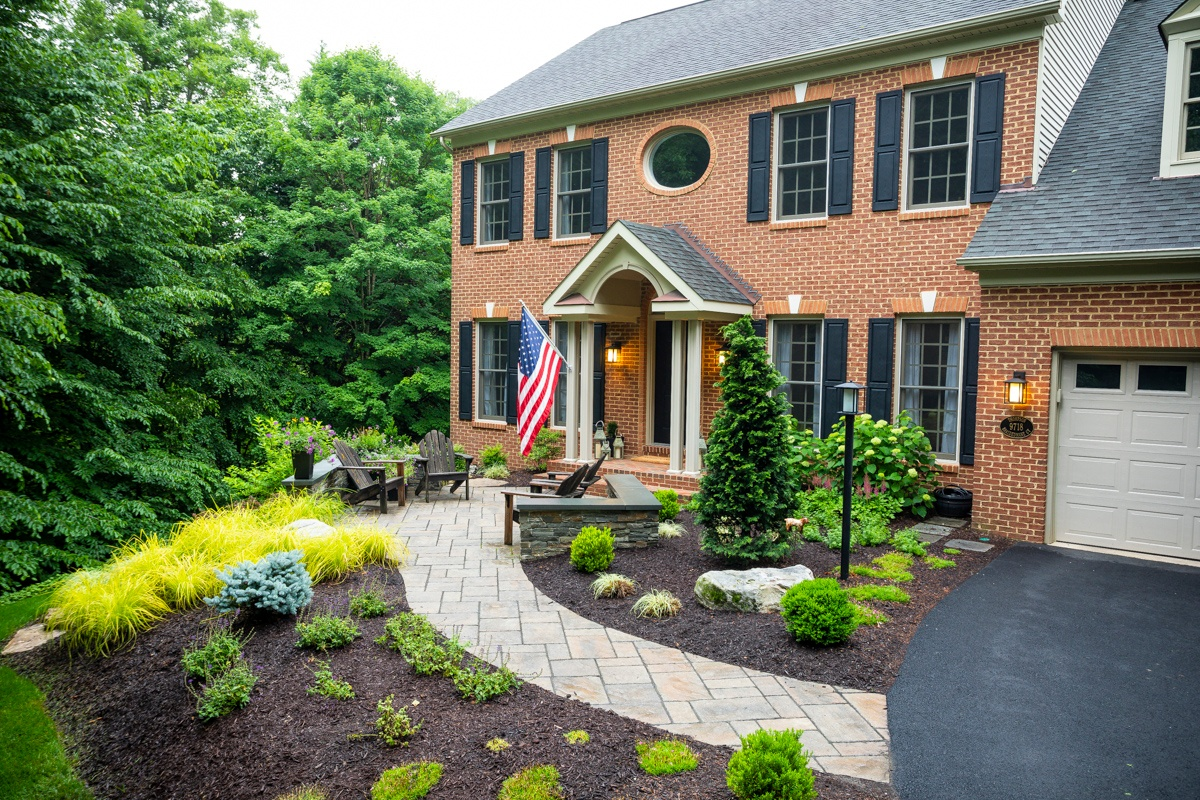 landscape with mulch installed by professionals