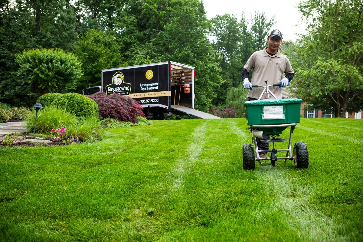 lawn-care-treatment-granular-spreader-6