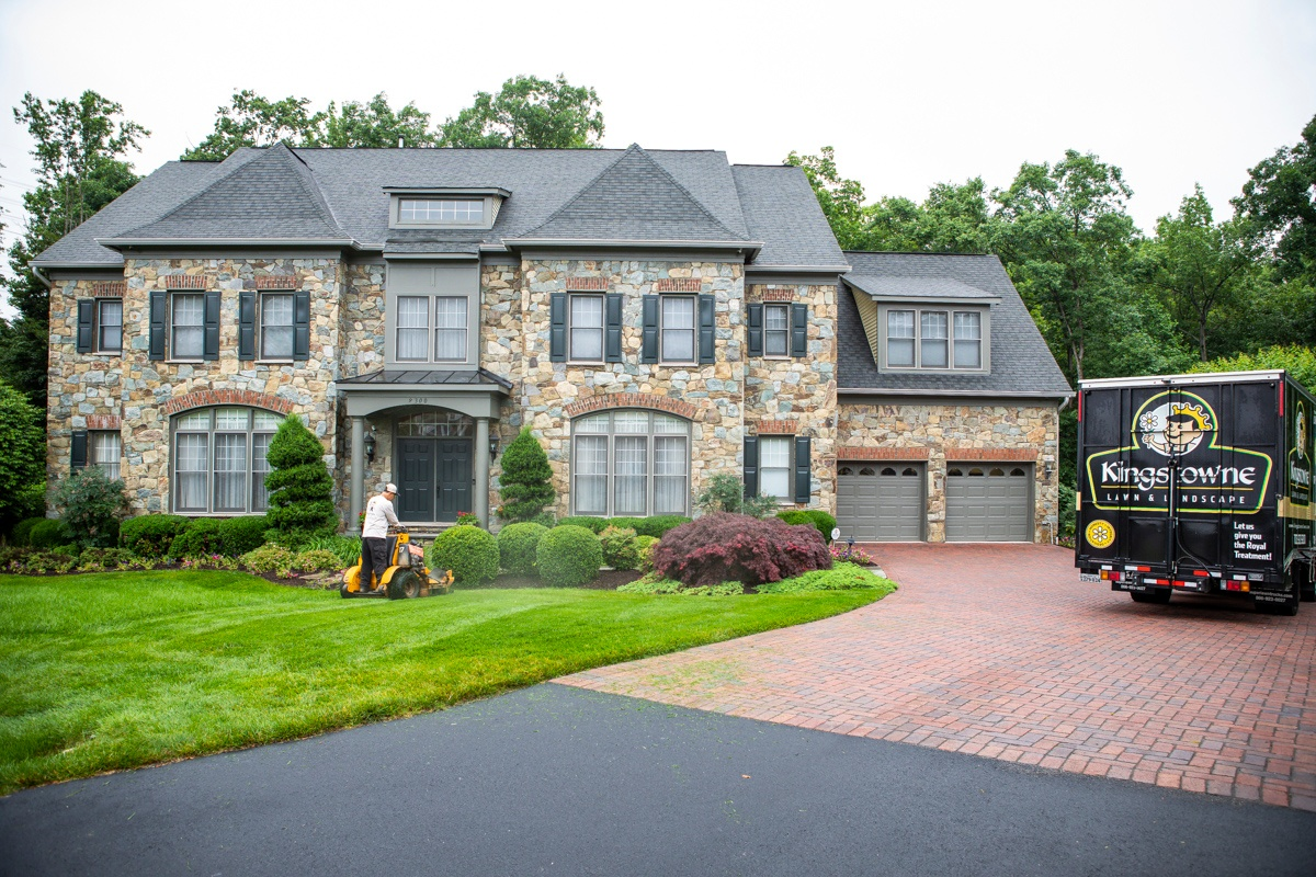 nice-house-lawn-truck-mowing-7