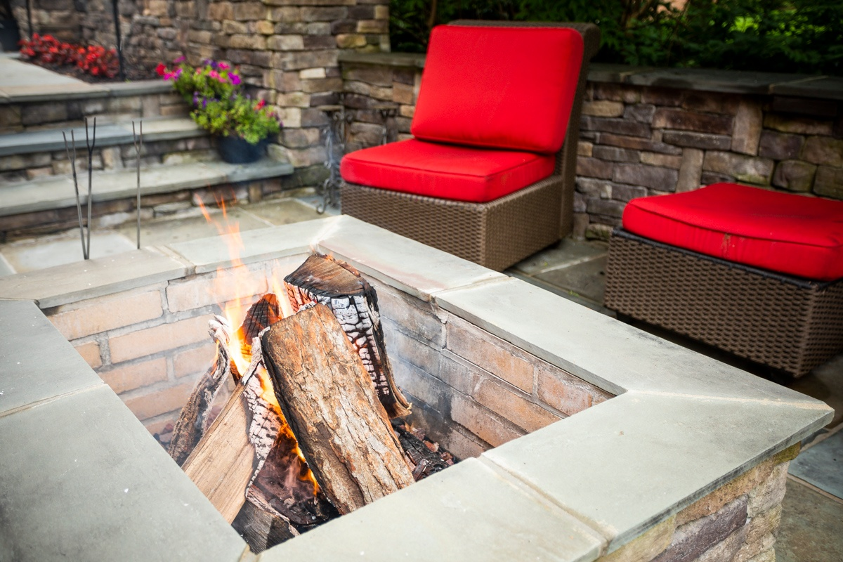 patio-wall-fire-pit-3