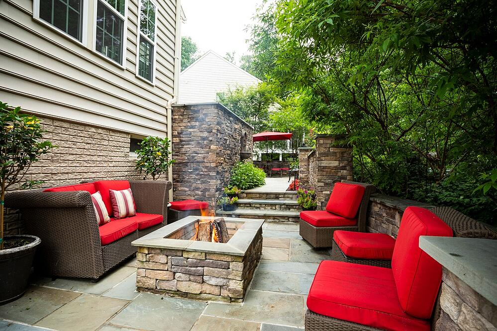 patio fire pit area with wall and fountain