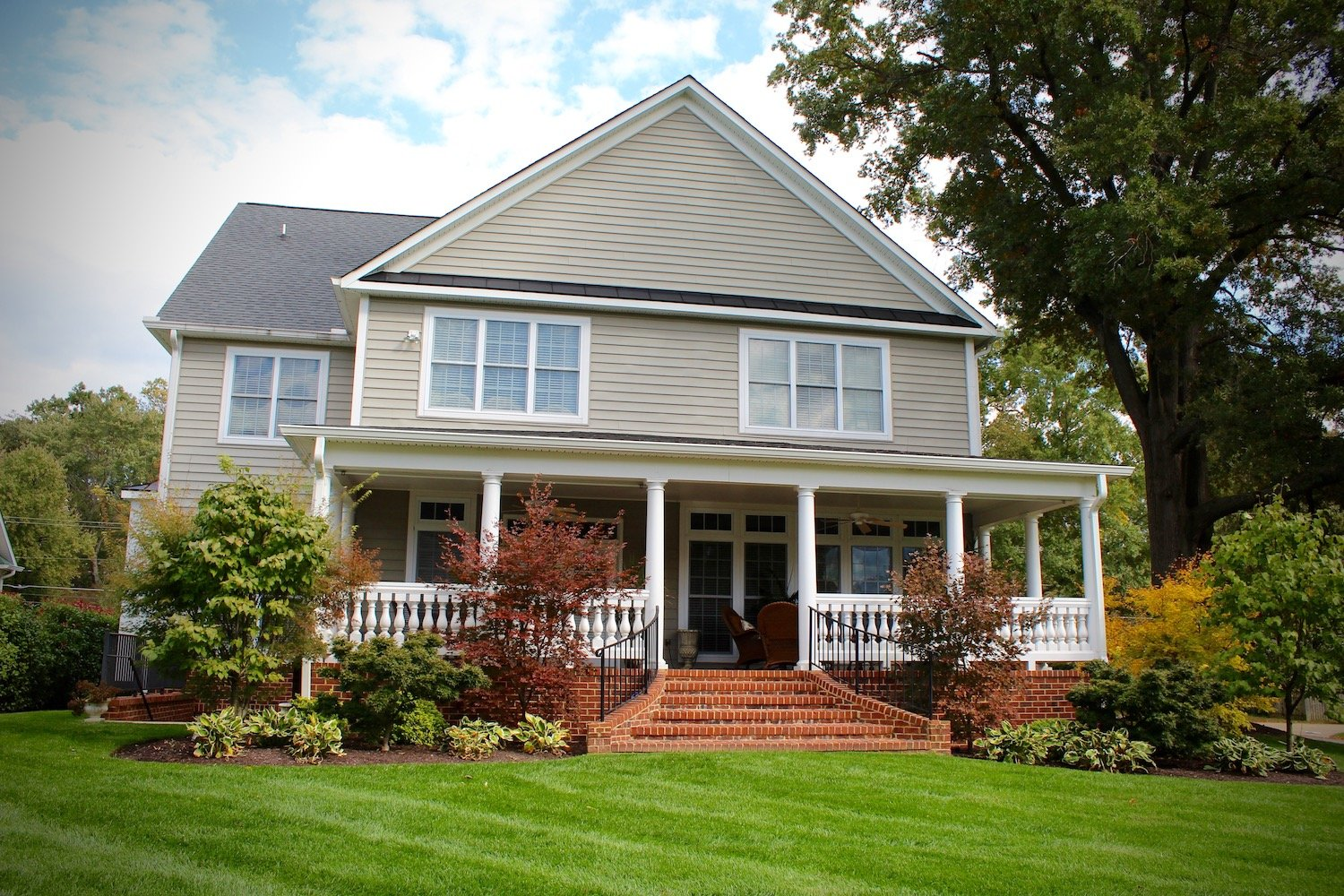 Professionally landscaped lawn Alexandria, VA