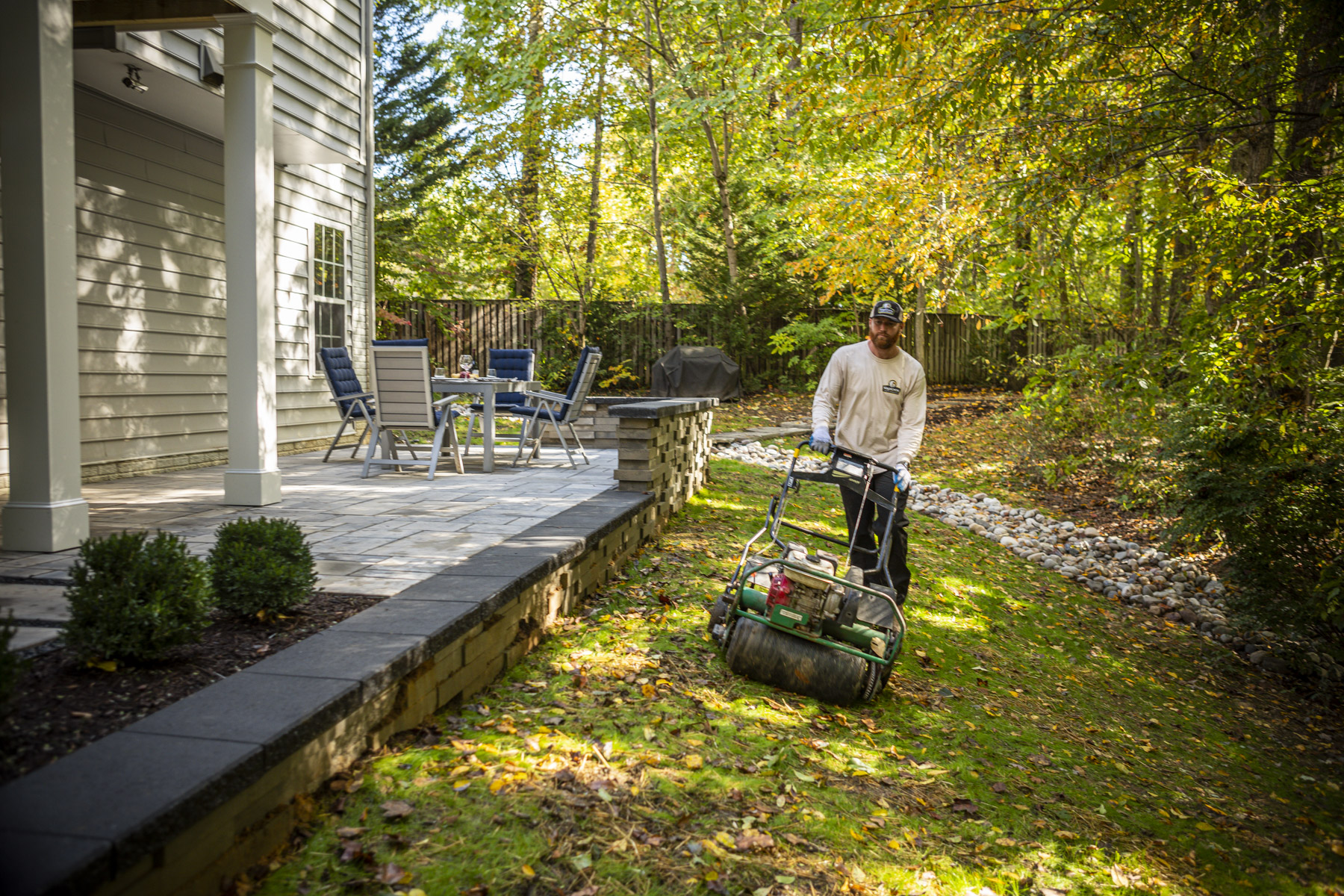 Easy & Convenient: 5 Things Your Lawn Care or Landscaping Service Should Be Doing